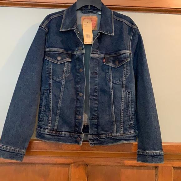 NWT Levi's Denim Jacket. Men's small.